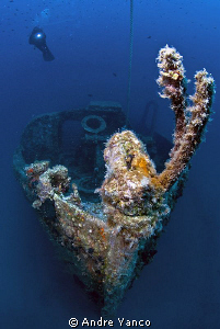 A wide angle look from the bow of WW1 Lundy Wreck at Kaba... by Andre Yanco
