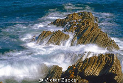 ocean in motion by Victor Zucker