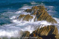 ocean in motion by Victor Zucker
