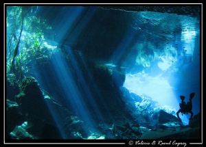 Sun light effects in Grand Cenote (Mexico). Taken with a ... by Raoul Caprez