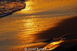 Low tide...kamaole beach park Kihei,Maui by Jozef Butala