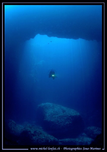 Caroline my wife - Diving the Blue Hole in Gozo... Que du... by Michel Lonfat
