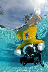 VideoRay micro ROV in the Vinoy Reneissance Hotel pool in... by Christian Skauge