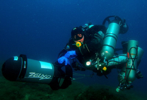 Tec Diver on his way back fully loaded. by Andy Kutsch