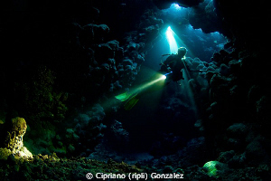 diver at St Johns cave. Magic dive by Cipriano (ripli) Gonzalez
