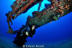 Eyeing the fish by Edson Acioli
