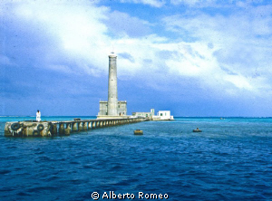 A very famous diving site: the Sanganeb light house's in ... by Alberto Romeo