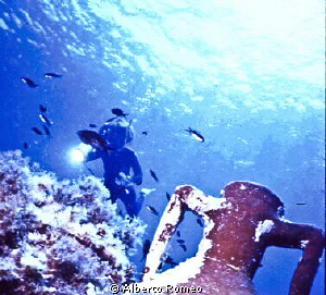 In Aegen sea it  was not difficoult found ancien anphoras... by Alberto Romeo