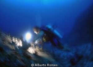 Nitrogen narcosis of deep. Taken by panning with a slow ... by Alberto Romeo