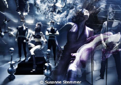 underwater fashion photography editorial for see'ya magaz... by Susanne Stemmer