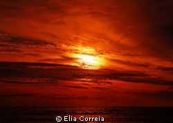 Warm Sunset! by Elia Correia