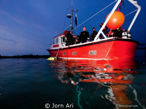 Doing a late evening dive with our local diveclub.  Mor... by Jorn Ari