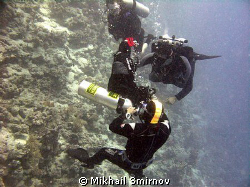 """""""I can fix it on-the-fly!""""    Diveguide checking his fir... by Mikhail Smirnov"""