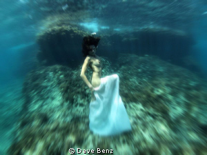 Underwater Modelshooting in spain. Great work...but cold... by Dave Benz