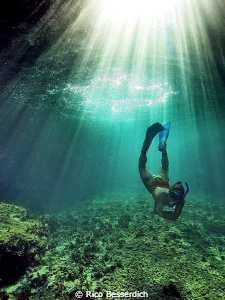 The freediver. CANON 40D with Ike housing, 6' dome port, ... by Rico Besserdich