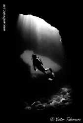 Light over diver by Victor Tabernero