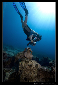 Underwater photographer at work. My buddy & girlfriend Se... by Rico Besserdich