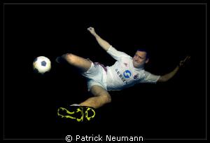 soccer underwater by Patrick Neumann