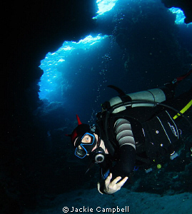My buddy in a cave swim through. Canon ixus 100, fisheye... by Jackie Campbell