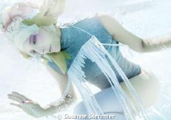 UNDERWATER BEAUTY EDITORIAL for WIENERIN MAGAZINE  - pro... by Susanne Stemmer
