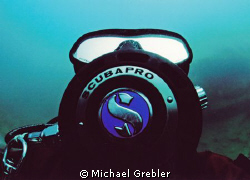 Close-up of my dive buddy. Nikonos V, Sea & Sea 12mm lens... by Michael Grebler