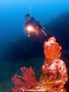 My dive buddy Richard and a Buddha statue in the underwat... by Christian Nielsen