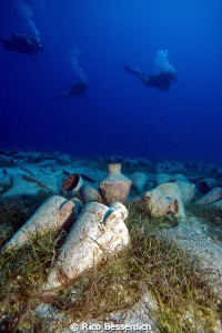 Amphoras & Divers by Rico Besserdich