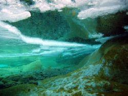 Plongée sous-glace et dans une rivière de montagne - Verz... by Philippe Brunner