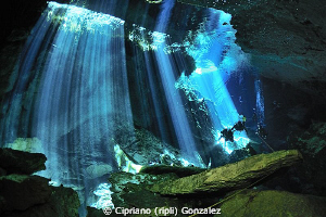 divers and crystal water...a dream by Cipriano (ripli) Gonzalez