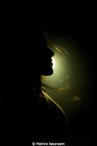 darkunderwater nudity shot using alternative light sources. this case powerful uw torch sources