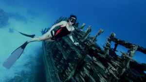 Freediving on the wreck.. by Veronika Matějková