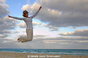 Beach Jumping :) by Henrik Gram Rasmussen