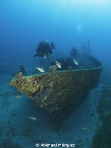 Wreck Diving by Abimael Márquez
