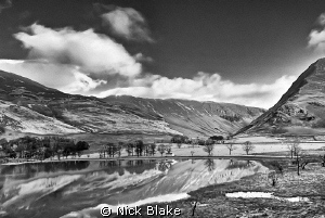 A view of Buttermere in the Lake District on a cold Novem... by Nick Blake