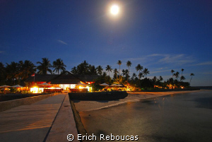 Moon and stars at Wakatobi by Erich Reboucas