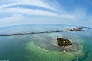 7 mile bridge_Florida Keys by Mathieu Foulquié