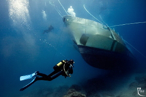 """Exploring new shipwreck SG 119 around 20 minutes after touched oceans ground. Still dirt clouds bubbles around. Canon 40D Sigma 1020 10mm end ambient light usage magic filters. ground 10-20 10 filters"""". filters"""""""