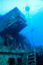 YO257 artificial reef, Oahu, Hawaii. Nikon D-100 with wid... by Catherine Landa