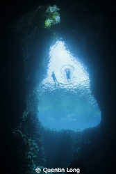 Freediving Swallows Cave, Vava'u. Canon 550D, Tokina 10-... by Quentin Long