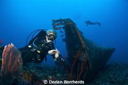 Divers at the Der Yang. Nikon D 300 with 1 x Nikonos SB 1... by Dorian Borcherds