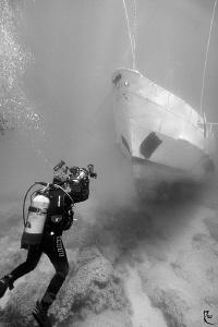 uw videographer v/s new shipwreck ;-) by Rico Besserdich