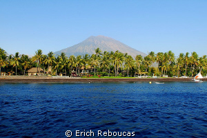 Black sand beach and the Agung volcano, Tulamben, Bali by Erich Reboucas