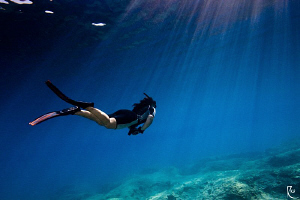 freediver & sunrays :-) by Rico Besserdich
