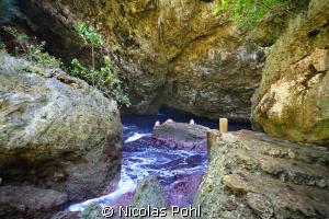 saipan grotto by Nicolas Pohl
