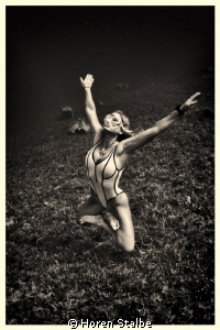 Free - yoga Tanya She lives under the water more than on... by Horen Stalbe