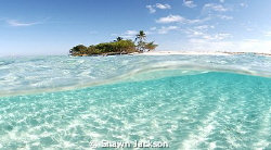 Pigeon Cay, Roatan. by Shawn Jackson