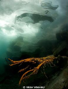 Wire, ice and a hole ... :-) by Viktor Vrbovský