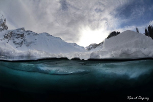 Ice diving - 2100m - water temperature 1°C (33°F)