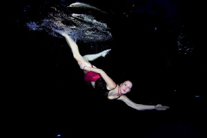 Klara in the swimmingpool by Veronika Matějková
