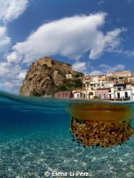 La foto raffigura il bellissimo castello di Scilla (RC) e... by Elena Li Pera